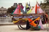 Wiele małych kolorowych statków gotowy wobec żeglować w paryskim parku — Zdjęcie stockowe