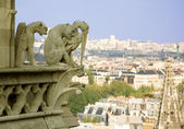 Close-up of gargoyles on the top of Notre-Dame de Paris — ストック写真