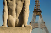 Statue of man at the Trocadero — Stock Photo
