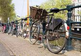 自転車、アムステルダムのシンボル — ストック写真