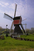 Picturesque old wind mill in the Netherl — Stockfoto