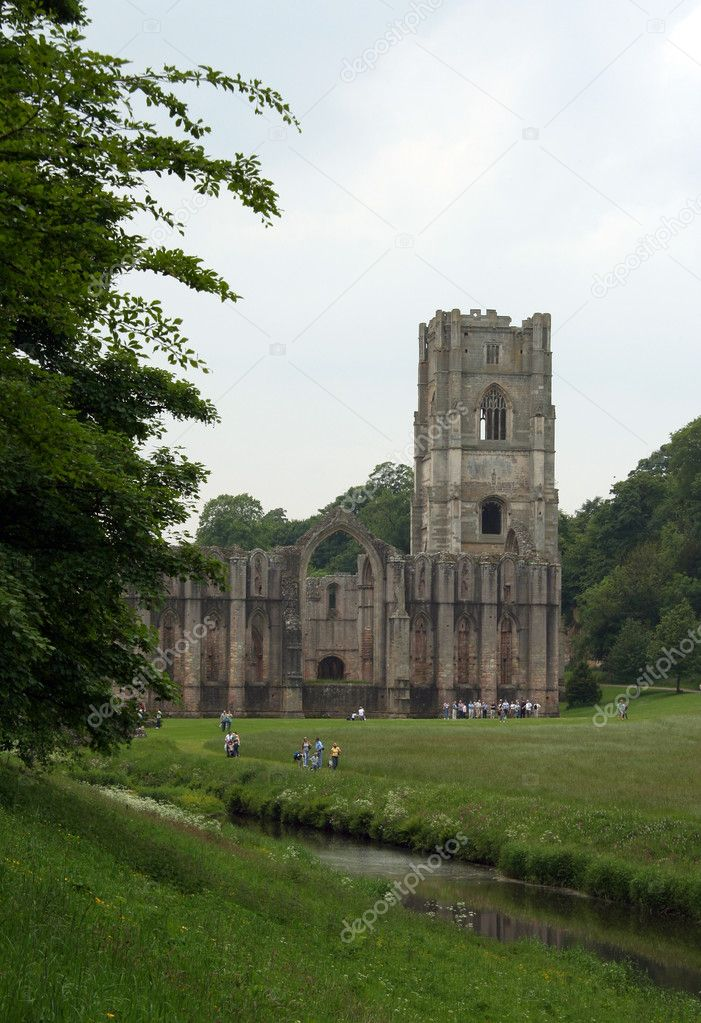 The Fountains Abbey in Northern Yorkshire, Great Britain — Stock Photo #1070714