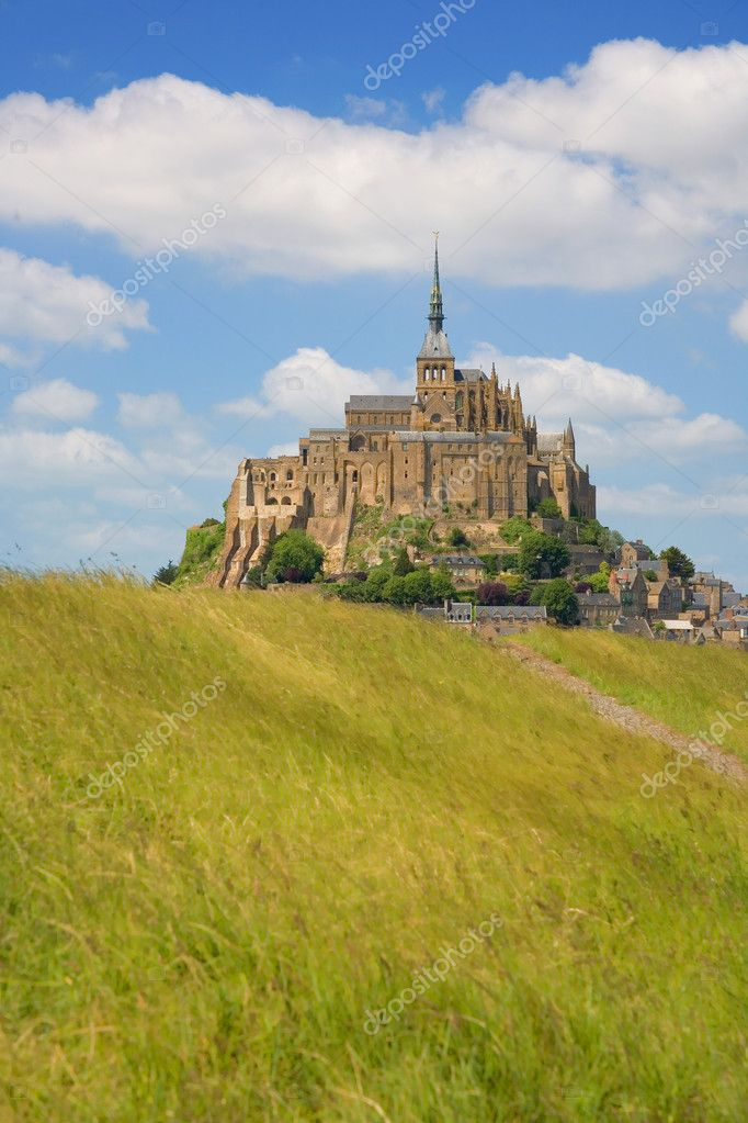 Mont Saint-Michel, rocky tidal island in Normandy, France — Stock Photo #1076004