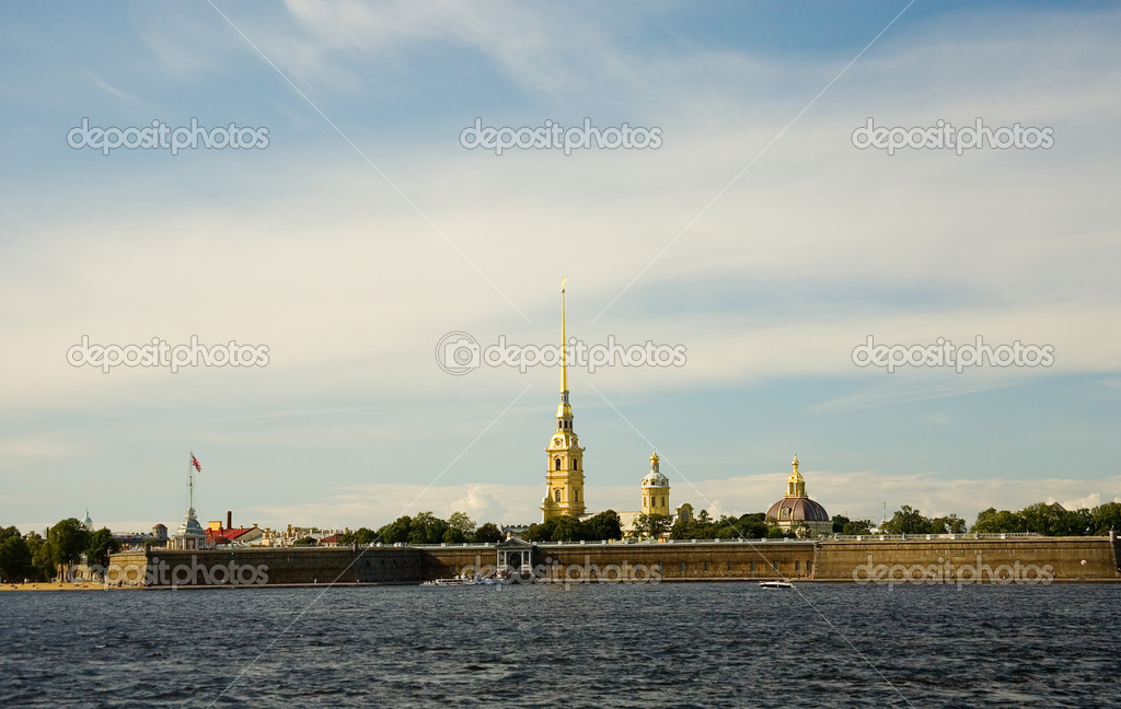 View of Peter and Paul Fortress across the Neva, Saint-Petersburg, Russia — Stock Photo #1078245