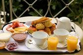 Delicioso desayuno para dos personas — Foto de Stock