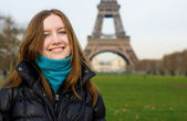 Beautiful smiling girl in Paris — Stock Photo