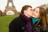 Romantic loving couple in Paris — Stock Photo
