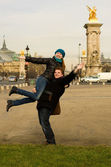 Happy couple in Paris having fun near the Pont A — Foto de Stock