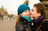 Happy loving couple in Paris at the Pont Alexand — Stock Photo