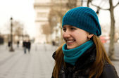 Beautiful young tourist in Paris with the Triomp — Stock Photo