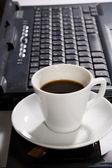 Pohár s černou kávou — Stock fotografie