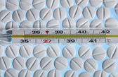Degree temperature medicine tablet — Stock Photo