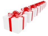 Büyük kırmızı tatil yay ile beyaz hediye kutusu — Stok fotoğraf