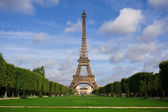 The Eiffel Tower. Summer in Paris — Stock Photo