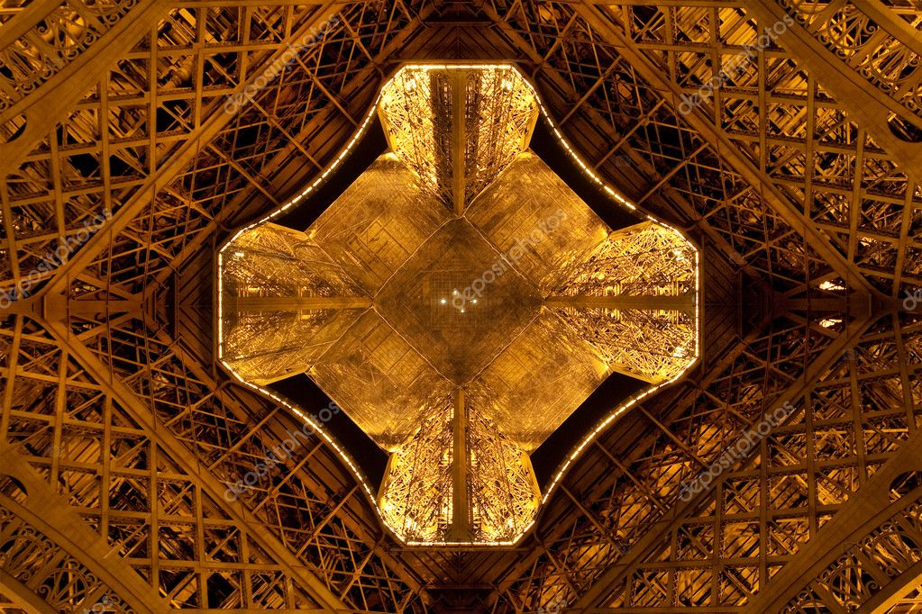 Close view from the ground on illuminated Eiffel Tower in night. The most recognizable landmark of the world .Paris, France — Stock Photo #1062417