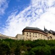 Karlstein castle on the hill — 图库照片