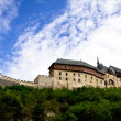 山丘上的 karlstein 城堡 — 图库照片