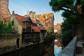 Kanály a budov v brugge, Belgie — Stock fotografie