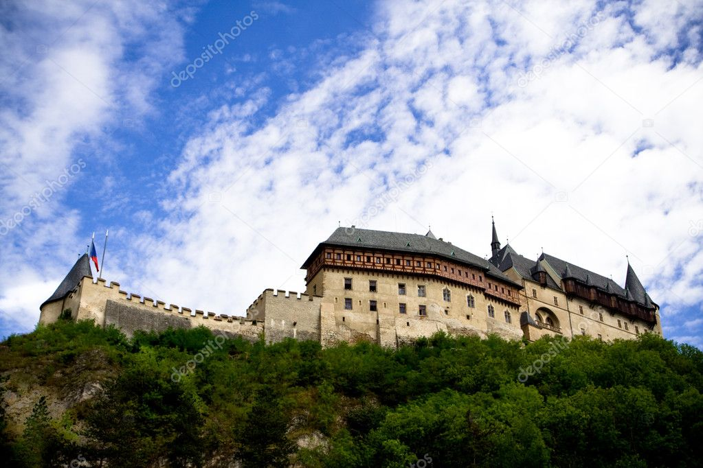 Medieval Karlstein castle on the hill. Czeck Republic — Stock Photo #1152938