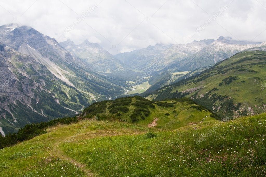 Path high in the mountains. Austrian Alps — Stock Photo #1942736