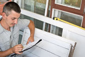 Man measures window — Stock Photo