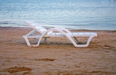 Deck chairs on the beach — Foto de Stock