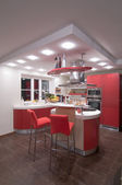 Red modern kitchen. — 图库照片