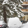 Parked cars buried under snow — Stockfoto
