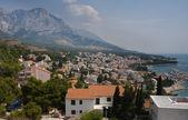 Stad op de adriatische kust van kroatië — Stockfoto