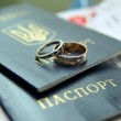 Gold wedding rings — Stock Photo #1097322