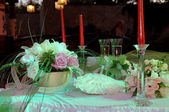 Bouquet e impostazione della tabella al matrimonio — Foto Stock