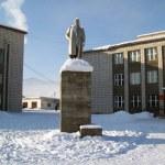 Monument Lenin in settle on area — Stock Photo #1607126