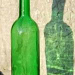 groene fles en haar reflectie — Stockfoto