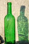 Green bottle and its reflection — Stock Photo