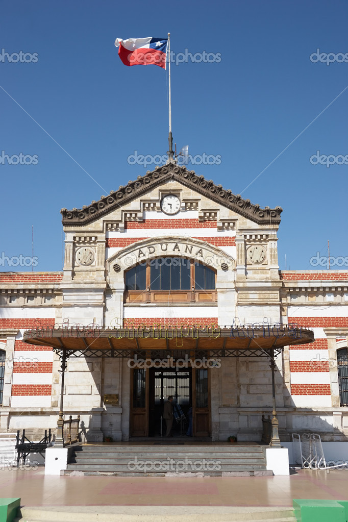 Customs office in Arica, Chile. The Peruvian Government built it after the 1868 earthquake. — Stock Photo #1076120