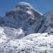 Стоковое фото: Mountaineer going toward snow mountain,