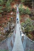 Provazový most v himálaj, nepál — Stock fotografie