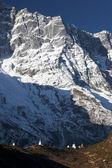 Buddhist stupas dwarfed by mountain — Stock Photo