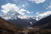 Mountain valley, Everest trail, Nepal — Stock Photo