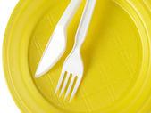 黄色一次性盘子 — 图库照片
