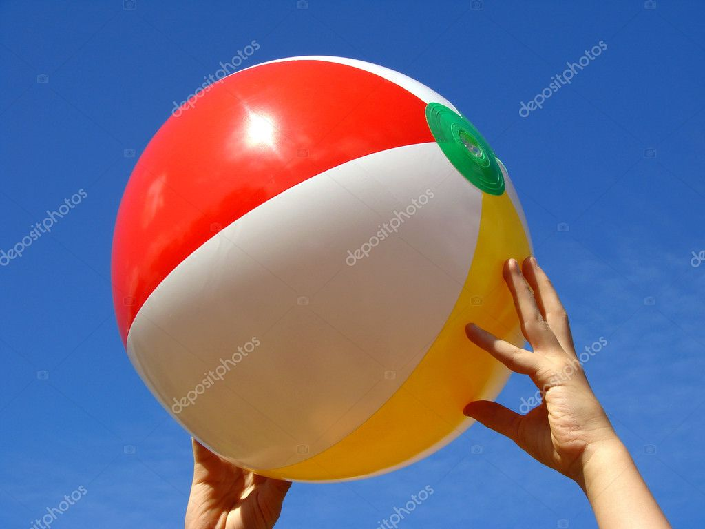 Child hands with beach ball against blue sky                                — Stock Photo #1094612