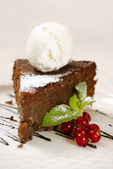 Chocolate cake with ice cream — Zdjęcie stockowe