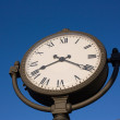 The clock against a backdrop of blue sky — Stock Photo