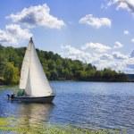 Yacht on the lake — Stock Photo