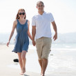 Love couple walk on the beach — Stock Photo