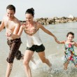 Family in the beach — Stock Photo #1147616