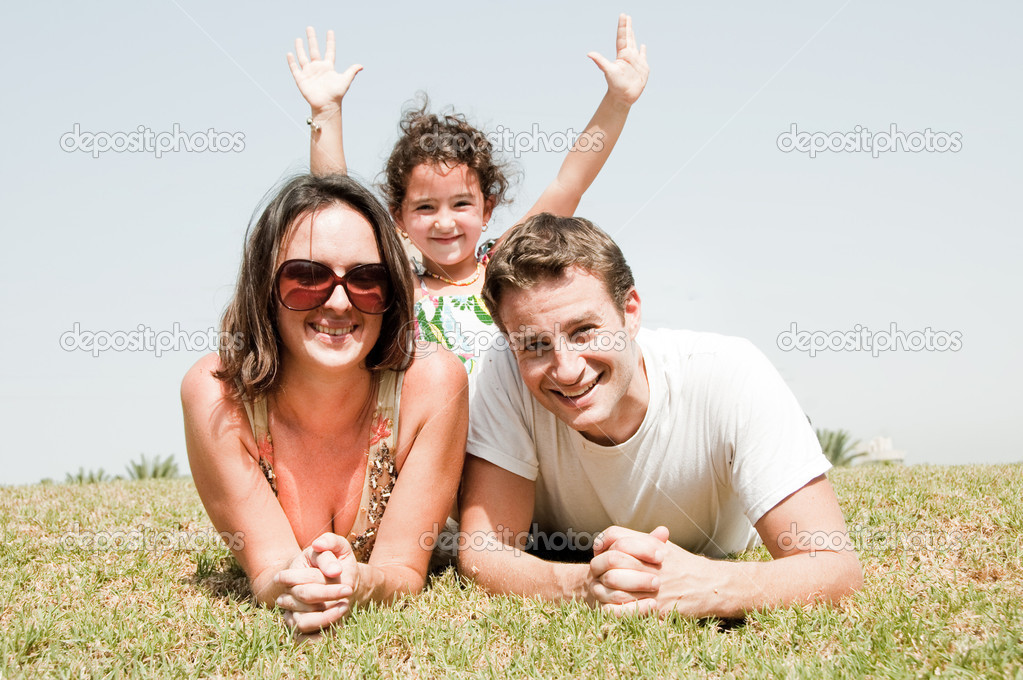 Parents  lying on the park with the daughter — Stock Photo #1147287