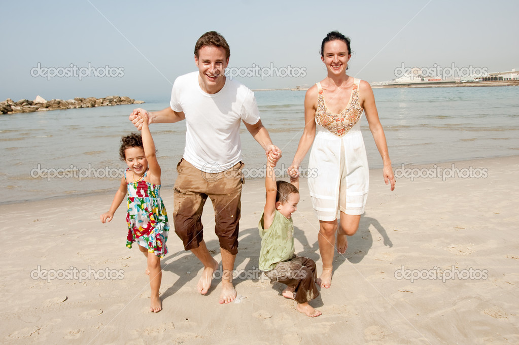 Parents and children playing  in the beach — Stock Photo #1147492