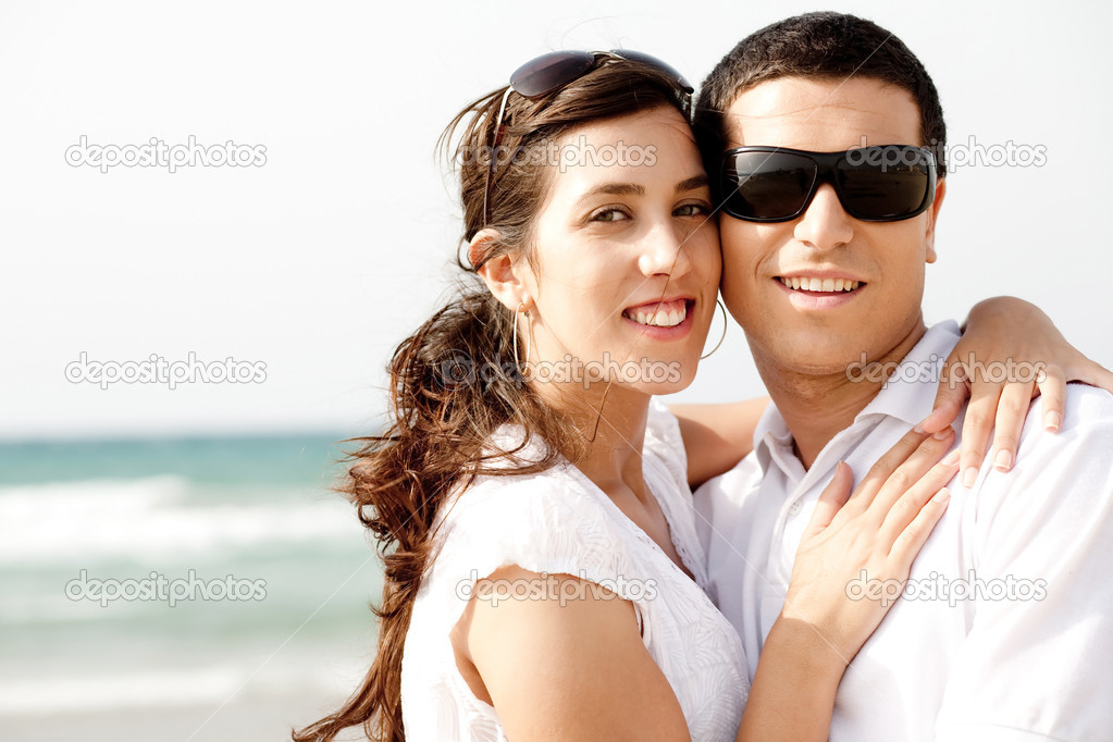 Romantic couple holding and smiling each other while at the beach,outdoor — Stock Photo #1148555