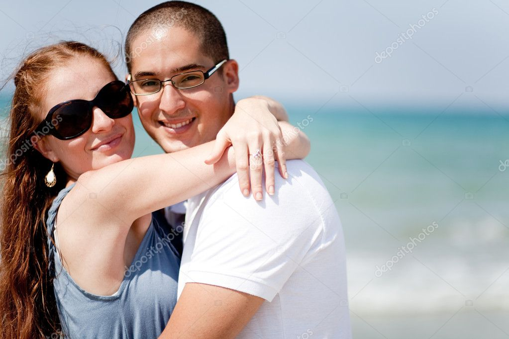 An attractive loving couple together at the beach — Stock Photo #1149173